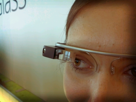 Google Glass By Antonio Zugaldia (http://www.flickr.com/photos/azugaldia/7457645618)